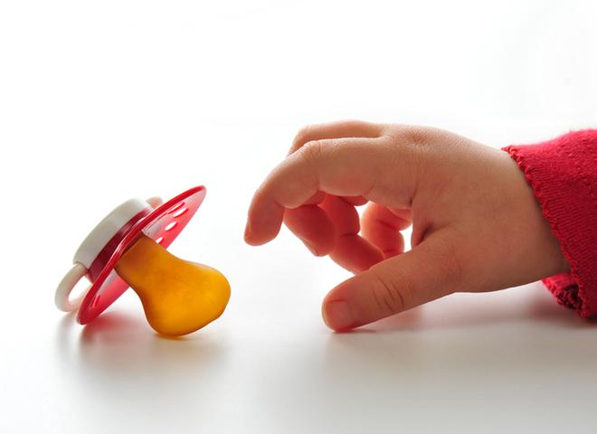 Как отучить ребенка от пустышки: что можно и чего нельзя делать?