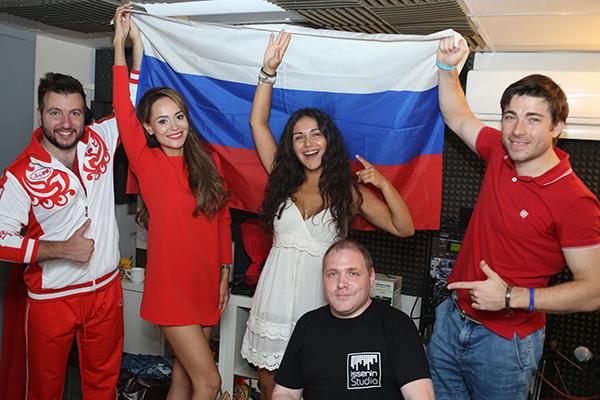 220 Анна Калашникова записала жаркое видео в поддержку сборной России
