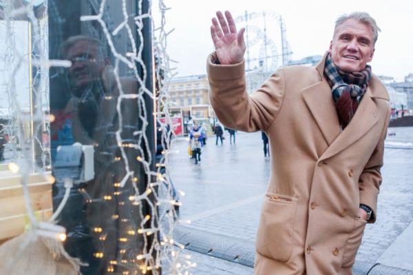 4956 Зачем Дольф Лундгрен гуляет по Москве?