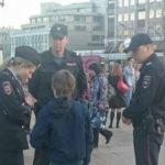 14817 10-летний школьник был задержал полицией за чтение Гамлета в центре Москвы