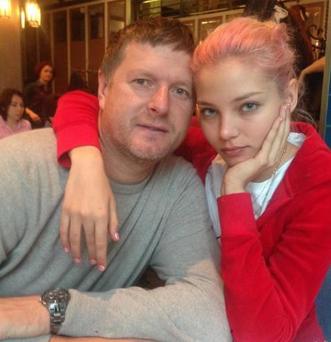 Отец Алеси Кафельниковой воспитывает ее парня