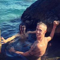 Алексей Панин отрывается на нудистском пляже с новой девушкой