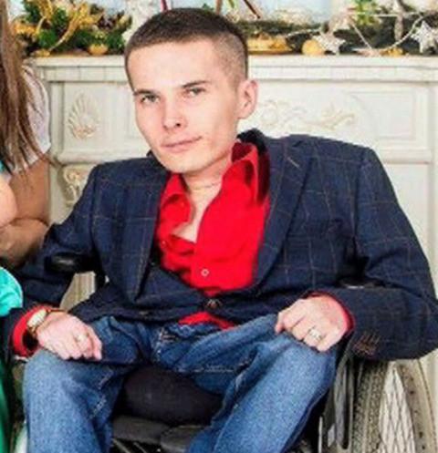18221 Осужденного за разбой колясочника Антона Мамаева выпустили из СИЗО
