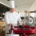 17938 Рафаэль Фишер стал новым шеф-поваром легендарного ресторана Le Grill