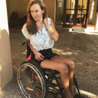 Сломавшая позвоночник Мария Комиссарова заново учится ходить