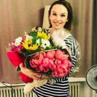 Альбина Джанабаева осмелилась позировать в бикини