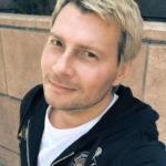 Николай Басков устроил жаркие танцы с фигуристой брюнеткой