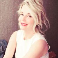 Татьяна Арно оголила пышную грудь на заграничном курорте