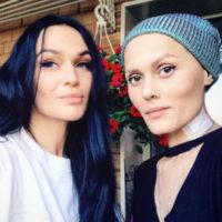 Алена Водонаева подарила свадебный букет девушке, больной раком