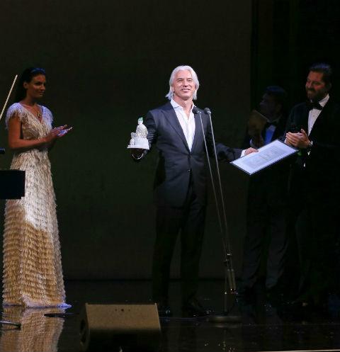 Больной раком Хворостовский отменил концерт в Москве