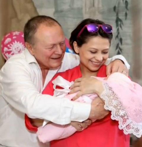 22675 Дочь 70-летнего Бориса Галкина родилась раньше срока