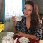 Эвелина Бледанс зажгла на яхте с мускулистым красавцем