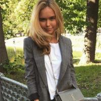 Стеша Маликова вспоминает о школе со слезами на глазах