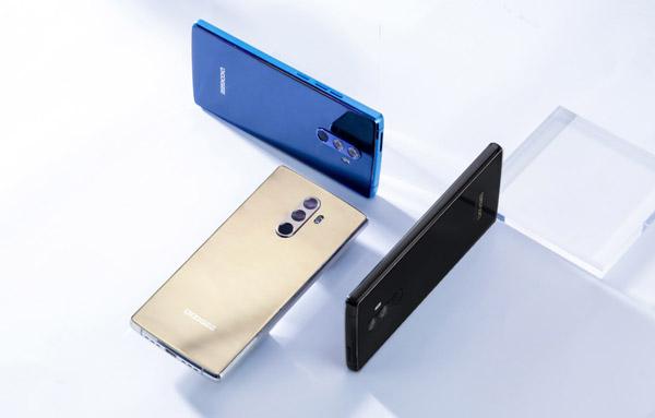 Безрамочный смартфон DOOGEE MIX 2: четыре камеры и распознавание лиц всего за $200