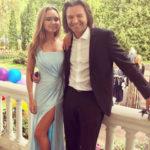24239 Дмитрий Маликов считает дочь примером для подражания