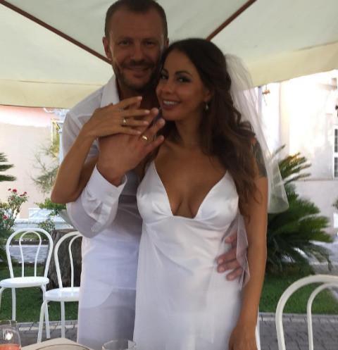 25224 Елена Беркова обвенчалась с супругом на Кипре