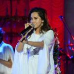 25352 Певица Манижа расплакалась на первом сольном концерте в Москве