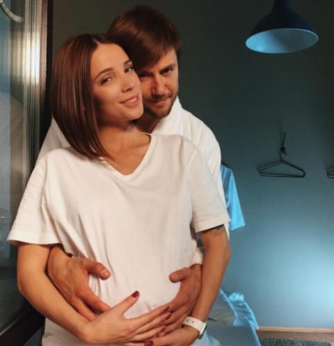 Возлюбленная Ивана Жидкова наслаждается материнством