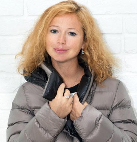 Беременная Елена Захарова обновила гардероб к зиме