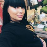 Беременная Нелли Ермолаева не щадит себя на работе