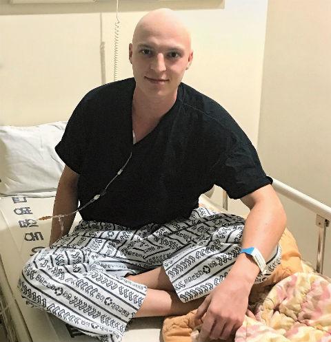 Больной раком Никита Шалагинов помогает людям