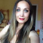 Мама Евгении Власовой спасает дочь после операции по удалению опухоли