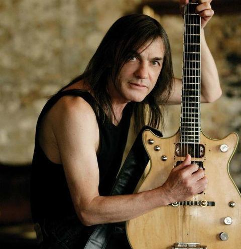 Скончался гитарист группы AC/DC Малькольм Янг