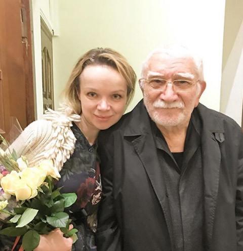 Жена Армена Джигарханяна готова протянуть ему руку помощи