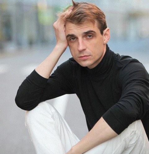 Из «Дома-2» — во все тяжкие: Сергей Адоевцев наслаждается развратной жизнью