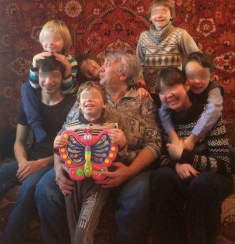 Жительницу Хакасии лишили детей из-за длинных волос сына
