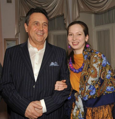 30799 Беременная жена Рената Ибрагимова намерена рожать дома