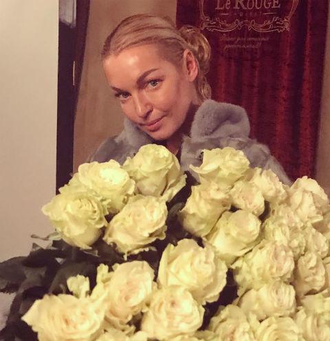 Фанаты осудили голую Анастасию Волочкову за шпагат в бане