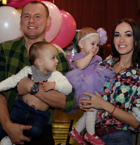 Степан Меньщиков воссоединился с женой