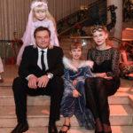 32245 Алексей Учитель и Юлия Пересильд развивают способности дочерей
