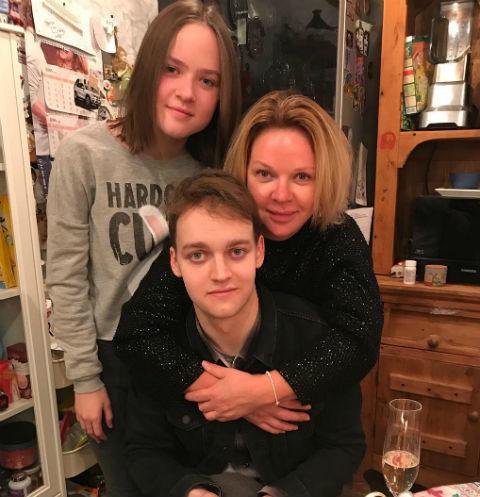31474 Дети Елены Валюшкиной помогли ей решиться на развод