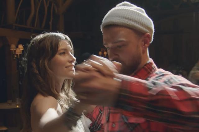 Джастин Тимберлейк станцевал со своей женой Джессикой Бил в клипе Man of the Woods