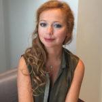 Елена Захарова объедается пирожными после родов