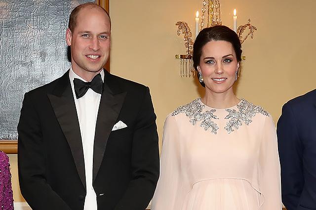 Кейт Миддлтон поразила всех вечерним платьем на ужине в Королевском дворце в Норвегии