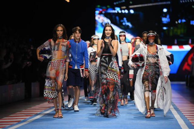 Неделя моды в Милане: Джиджи, Белла и Анвар Хадид на показе Tommy Hilfiger