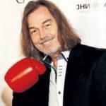 Никас Сафронов получил 9 миллионов за порезанный палец