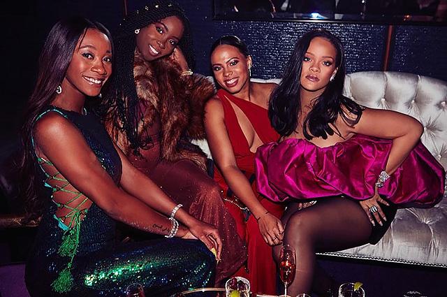 Рианна отметила 30-летие в ярком платье среди друзей: ДиКаприо, Хилтон и бойфренд-миллиардер на вечеринке