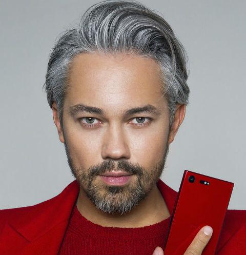 Выиграй незабываемый шопинг с Александром Роговым от Sony Mobile