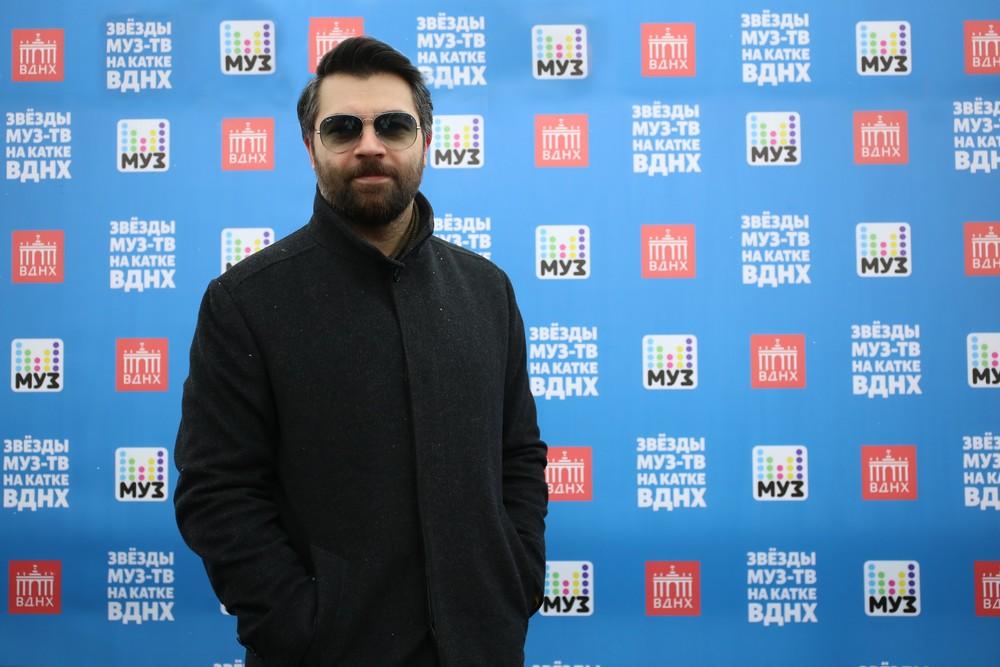 Жасмин и Алексей Чумаков попробовали блины на «Масленице с «МУЗ-ТВ»