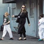 34983 Анджелина Джоли с дочерью Вивьен появилась на публике после слухов о новом романе