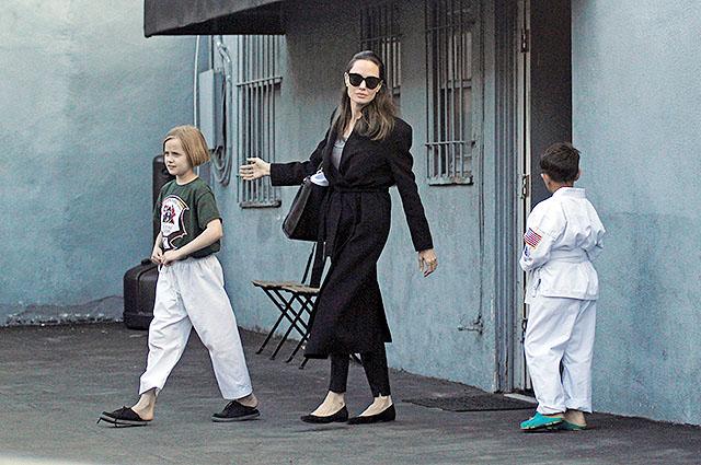 Анджелина Джоли с дочерью Вивьен появилась на публике после слухов о новом романе