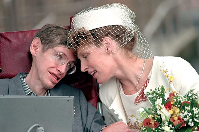 Минутка ретро: две главные женщины в жизни Стивена Хокинга
