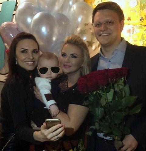 Сын Нади Ручки погулял на звездной вечеринке Анны Семенович