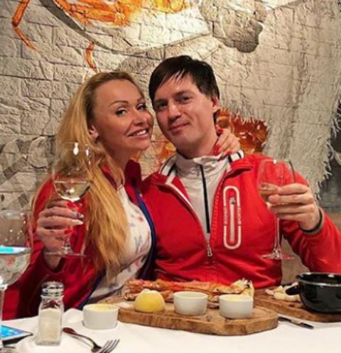 Вдовец сестры Григорьева-Аполлонова нашел утешение в объятиях блондинки
