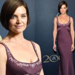 Образ дня: Кэти Холмс в лиловом платье с вышивкой на гала-вечере