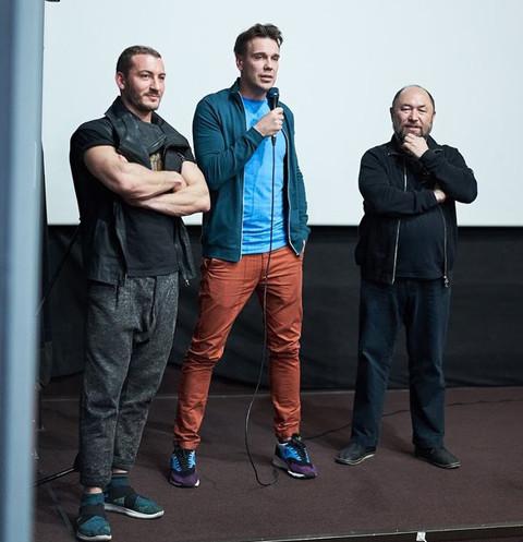 Создатели нового сериала подарили Юрию Гагарину смартфон